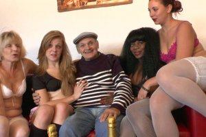 Naomie Lionness, Jess, Lola Bella et une quatrième salope pour l'anniversaire de Papy