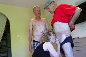 Loona Carole fait un trio avec deux vieux