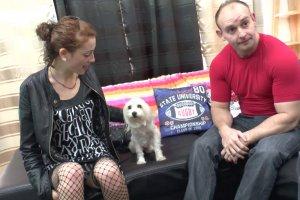Pour avoir un chien Carlie offre son cul au vieux vicelard