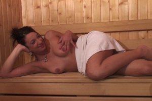 Nathalie Sainlouis se retrouve au sauna avec un vieix cochon